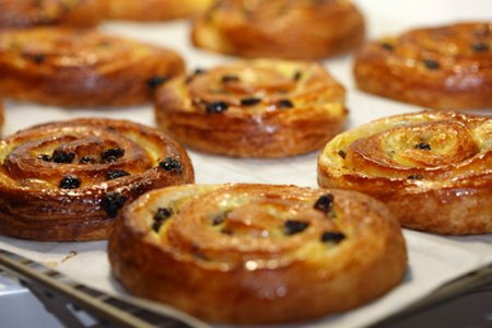 Французская булочка с изюмом рецепт фото